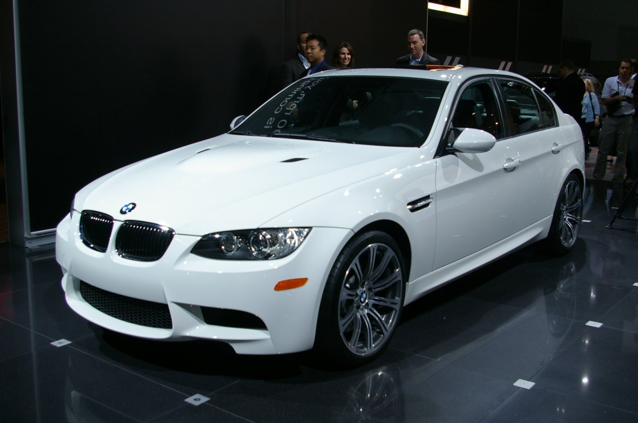 fitment question need help plz m3 hood to install on e90 335i. Black Bedroom Furniture Sets. Home Design Ideas