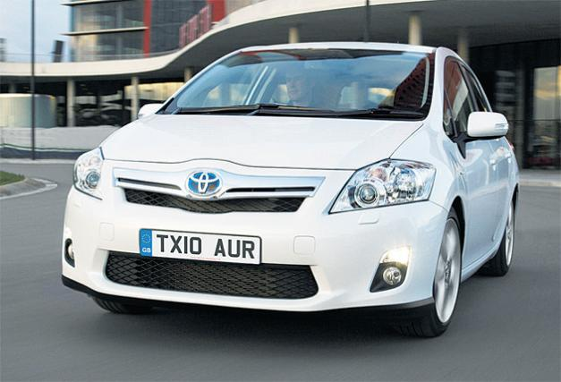 toyota auris hybrid review for the most beautiful hybrid. Black Bedroom Furniture Sets. Home Design Ideas
