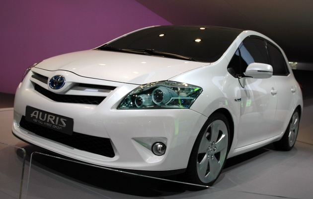 toyota auris hybrid review for the most beautiful hybrid car news. Black Bedroom Furniture Sets. Home Design Ideas